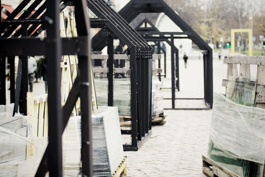 Tartu raekoja platsil algas täna Valgusküla ehitus