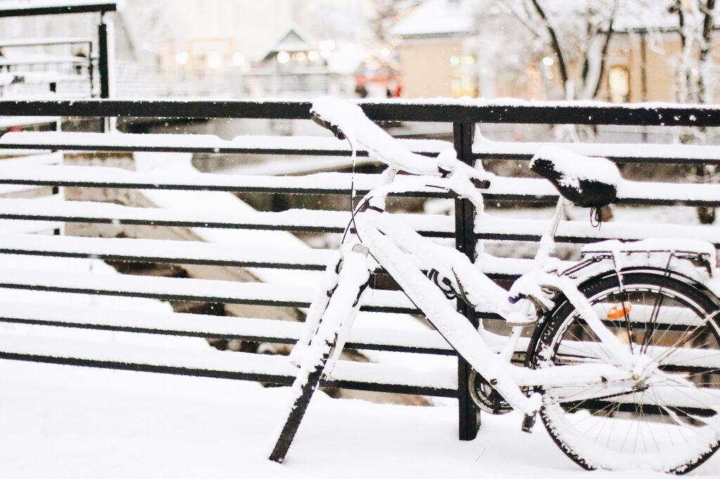 Jätkuv külm ja lumi tõid linna suusarajad